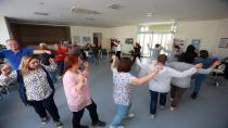 İkinci Bahar sakinlerine dans eğitimi