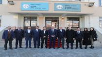ÖĞRENCİLER KARNELERİNİ BARAN'IN ELİNDEN ALDI